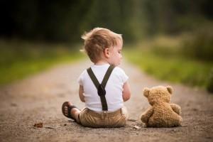 Petit Homme et sa Peluche
